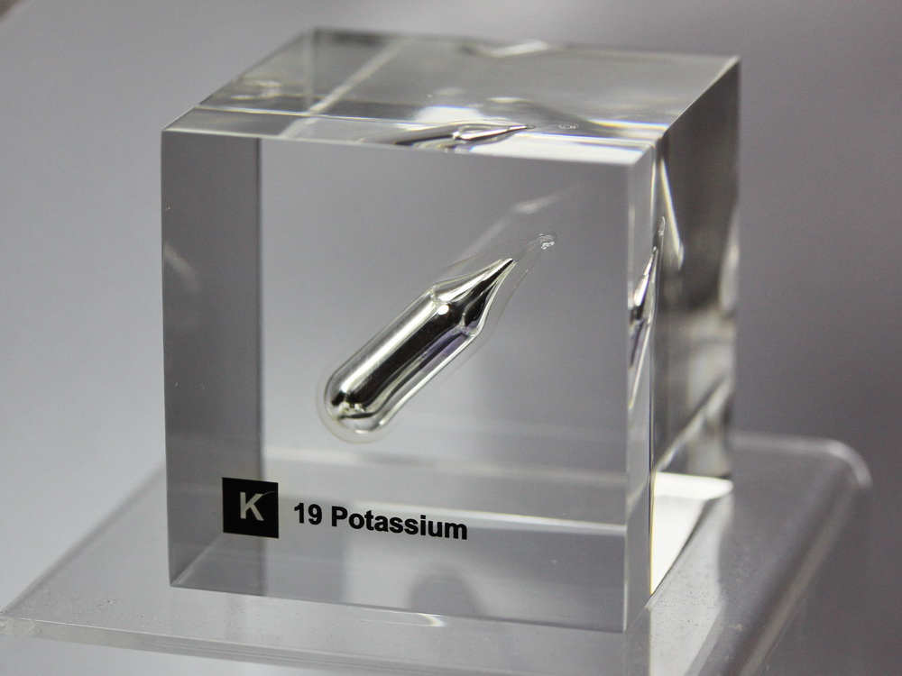 Acrylic Element cube – Potassium K – 50mm 1 gram