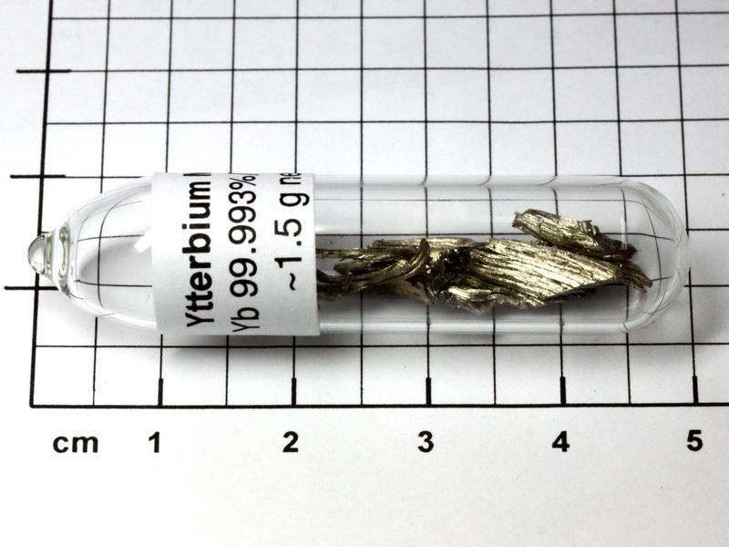Ytterbium Metall 99,99/% Seltene Erden 1.5g in Ampulle unter Argon